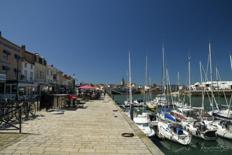 Quais , restaurants et port de pêche et de plaisance des sables d'olonne